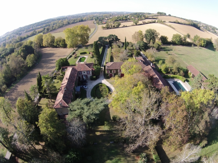 AUCH estate with château for sale